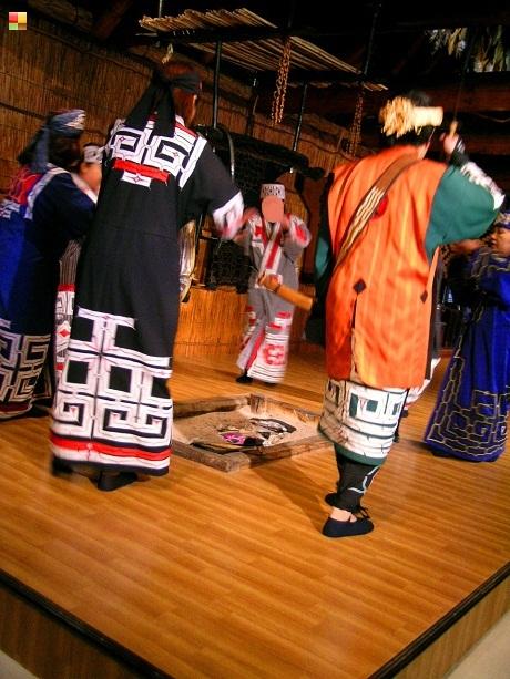 アイヌ民族の踊り