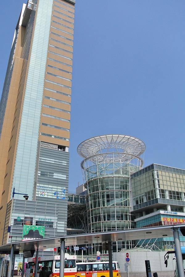 高松駅前のビル群
