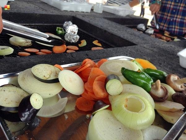 灰まみれの野菜