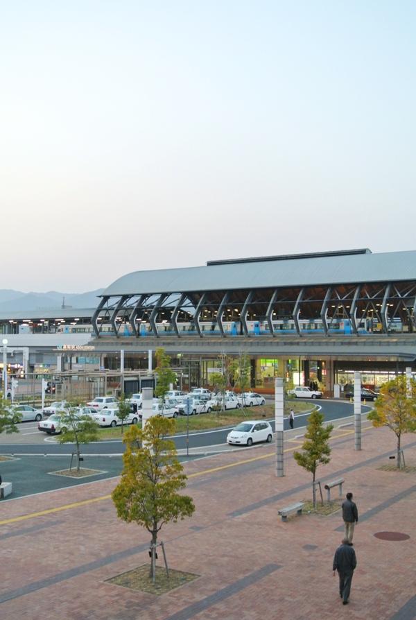 高知駅の夕暮れ